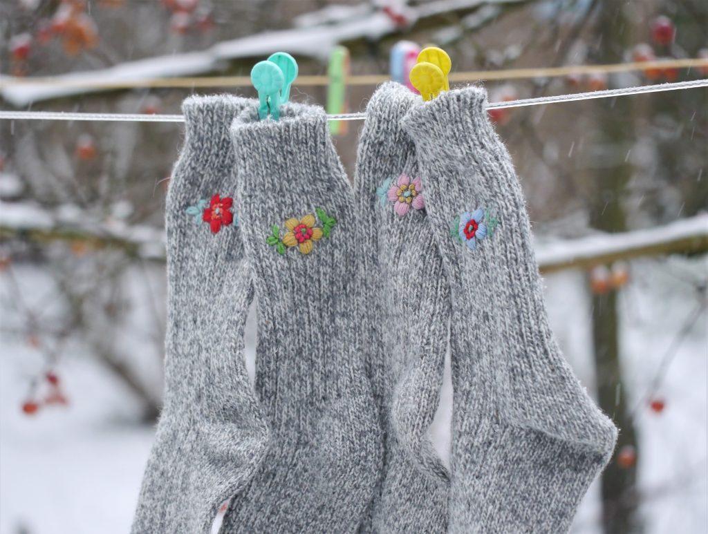 Een paar geitenwollen sokken koop je op de herenafdeling van textielsupers  of op de markt. 514ed51592a
